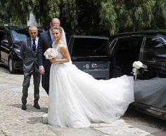 La novia eligió para la ocasión un vestido de Pronovias de la colección Atelier 2017 elaborado en tul y chantilly