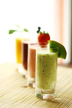 I love Kiwi in my Green Smoothies! Kiwi Delight Smoothie to jump start weight loss. Plus other easy and healthy recipes Healthy Breakfast Smoothies, Healthy Drinks, Healthy Snacks, Healthy Eating, Yummy Smoothies, Protein Smoothies, Healthy Habits, Green Smoothie Recipes, Smoothie Drinks