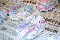 If your kiddos enjoy getting a little messy when crafting, then making these marbled paper Easter Eggs is the perfect project for them! Easter Arts And Crafts, Easter Crafts For Toddlers, Easter Projects, Bunny Crafts, Easter Crafts For Kids, Toddler Crafts, Preschool Crafts, Easter Ideas, Spring Crafts