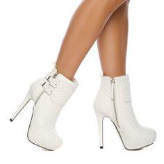 Botas altas - Moda Chanel. | Botas #cano alto#beleza | Pinterest ...