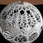 Crochet Christmas Ornaments, Christmas Crochet Patterns, Holiday Crochet, Crochet Snowflakes, Crochet Ball, Free Crochet, Crochet Basics, Crochet Stitches, Doilies Crafts