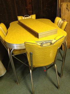 Dianne Zweig - Kitsch 'n Stuff: Cleaning Up Chrome Legs On Formica And Chrome Vintage Kitchen Tables And Chairs C. Dianne Zweig - Kitsch 'n Stuff: Cleaning Up Chrome Legs On Formica And Chrome Vintage Kitchen Tables And Chairs Kitchen Retro, Retro Kitchen Tables, Shabby Chic Kitchen, Retro Kitchens, Retro Table And Chairs, Kitchen Yellow, Metal Kitchen Chairs, Retro Appliances, Kitchen Pantry