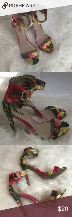 Mossimo tie dye style heels 5 in heels with psychedelic print and gold buckle Ankle strap. In Excellent Used condition Mossimo Supply Co. Shoes Heels