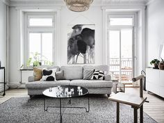 Aquarelle print in the sitting room of a calm swedish home in grey and white. Entrance.