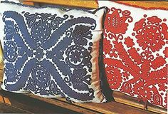 Hungarian Embroidery Ideas Hungarian felt applique - so detailed! Hungarian Embroidery, Folk Embroidery, Learn Embroidery, Chain Stitch Embroidery, Embroidery Stitches, Embroidery Patterns, Stitch Head, Last Stitch, Embroidery Online