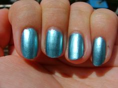 Maybelline Colorshow Metallics Nail Lacquer in 80 Blue Blowout