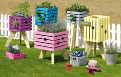 Build a great raised bed yourself, colorful plant box-Tolles Hochbeet selber bauen, bunte Pflanzenkiste Build raised bed yourself More - Backyard Garden Design, Diy Garden Decor, Small Garden Design, Building Raised Beds, Raised Garden Beds, Plant Box, Plant Wall, Garden Drawing, Patio Plants