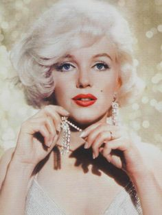 Throw Back Thursday:: The Gorgeous Marilyn Monroe<3