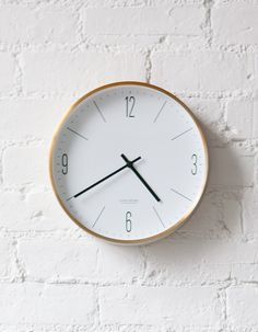 A stylish danish Wall Clock for sophisticated interiors. So simple, so gorgeous! Giant Wall Clock, Best Wall Clocks, Wall Clock Silent, Scandinavian Interior Design, Scandinavian Home, Gold Wall Decor, Clock Decor, Gold Walls, Vintage Home Decor