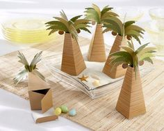 Palm Tree Favor Box - such a cute party idea! #DIY #design