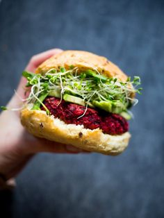 Beetroot Burgers (Vegan) - Feel Good Kitchen Veggie Recipes, Vegetarian Recipes, Cooking Recipes, Healthy Recipes, I Love Food, Good Food, Yummy Food, Tasty, Beetroot Burgers