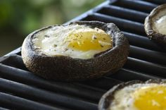 A portobello mushroom with a deep cavity and high edge is a natural shape to hold an egg. The grilled duo can be topped with a sprinkle of grated cheese, pepper and& chopped fresh herbs. Camping Breakfast, Breakfast Recipes, Breakfast Ideas, Egg Recipes, Low Carb Recipes, Braai Recipes, Diet Recipes, Bbq Egg, Mushrooms