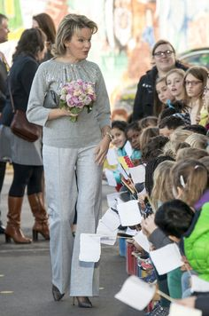 Queen Mathilde attended the start of the Reading Week at the primary school 'De Kleine Wereld' in Asse Nov 2016