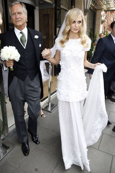 Poppy Delevingne got married in a beautiful Chanel Haute Couture bridal gown.