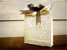 DIY  Adorable paper favor bag made from vintage book pages. Love these for a literary wedding theme!   Keywords: #literarythemedweddings #jevelweddingplanning Follow Us: www.jevelweddingplanning.com  www.facebook.com/jevelweddingplanning/