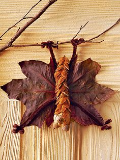 Fall craft idea made from colored leaves: Hanging bat /// Herbstbastel-Idee aus bunten Blättern: Hängende Fledermaus