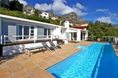 Rontree - This bright and spacious three-bedroom villa with a large private pool deck offers excellent panoramic views over Camps Bay and is just a couple of minutes' drive up from the beachfront restaurants and ... #weekendgetaways #campsbay #southafrica