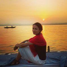 Recordando ese mágico amanecer en el sagrado río Ganges en Varanasi.  #incredibleindia #india #varanasi #benares  #ganges #gangesriver #ganga #sunrise #amanecer #viajar #travel #traveltheworld #instatravel #instadaily #instagram #instagood #igersspain #igerviajero #iatiporelmundo #river #wanderlust by sinmapa_
