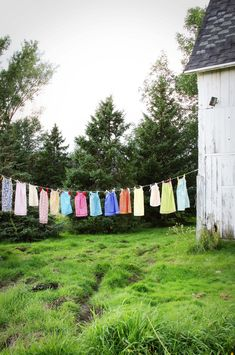 I think I need a clothes line. Obviously I like the nostalgia of hanging out. Country Charm, Country Life, Country Girls, Country Living, Country Bumpkin, Country Homes, Laundry Lines, Laundry Art, Laundry Room