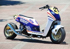 Scooter squids will love this shit! Check out this crazy Rothmans custom Today 50 posted… Custom Trikes, Custom Motorcycles, Cars And Motorcycles, Fast Scooters, Motor Scooters, Scooter Custom, Honda Ruckus, Honda Bikes, Japanese Motorcycle
