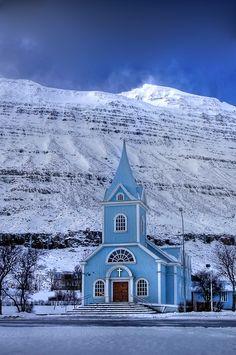 Igreja em Seyðisfjörður, região de Austurland, no leste da Islândia. Fotografia: Patricia Makowska.