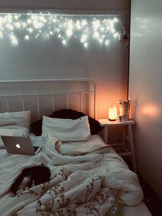 A Cat Fairy Lights Greys Anatomy Bedroom Salt Lamp Cat Bohemian Bedroom Decor, Fairylights Bedroom, Teen Bedroom, Dream Bedroom, Bedrooms, My New Room, My Room, Bedroom Planner, Cute Bedroom Ideas