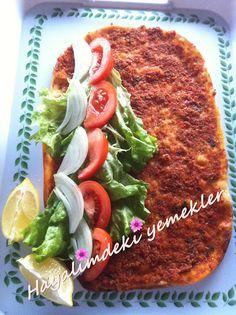 """Delicious Lahmacun very easy recipe la ricetta purtroppo e in turco e quindi non si capisce comunque si trova su google con la parola """"ricetta lahmacun"""". questo e la pizza turca fatto con macinato di agnello,cipolla,peperone,pomodori,prezzemolo e varie spezie. e una pizza deliziosa!! un po di insalata inmezzo con un po di limone spremuta sopra e poi si arrotola come una tortilla """"wrap"""" pronta da mangiare."""