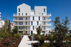 Completed in 2015 in Bordeaux, France. Images by Arthur Péquin. This project involves building 93 multi-family and mid-range housing units in the Berges du Lac-Ginko development area, which forms part of the urban...