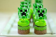 Looking to make a Minecraft cake? These 25 different Minecraft birthday cake ideas will give you plenty of inspiration, from easy to make frosted cubes to elaborate world scenes. Mine Craft Party, Bolo Mine Craft, Cupcakes Minecraft, Minecraft Birthday Cake, Animal Party, How To Make Cake, Creepers, Party Planning, Party Time