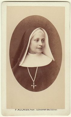 +~+~ Antique Photograph ~+~+  French nun with the most peaceful smile.  Paris, France.
