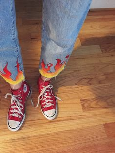 **girls just wanna have funds** flame jeans & red converse ! Diy Fashion, Ideias Fashion, Fashion Outfits, Womens Fashion, Fashion Design, Jeans Fashion, Painted Jeans, Painted Clothes, Hand Painted
