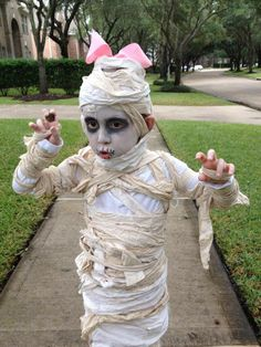Best DIY at home mummy scary Halloween costume how to