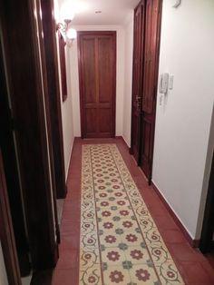 Pisos Calcáreos: abril 2013 Floor Design, Tile Design, Wooden Sofa Set Designs, Indian Interior Design, Estilo Colonial, Indian Interiors, Indian Home Decor, Tiles, New Homes