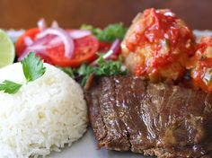 Sobrebarriga www.antojandoando.com Colombian Food, Colombian Recipes, Flank Steak, Cravings, Food And Drink, Beef, Gifs, Foods, Cake