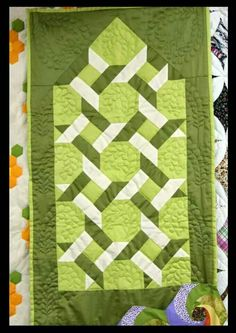 Patchwork by bridgett Strip Quilts, Patch Quilt, Quilt Blocks, Knitting Stitches, Knitting Patterns, Labyrinth, Christmas Wine Bottles, Place Mats Quilted, Prayer Rug