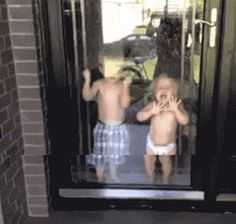 funny-gif-kids-door-water-out