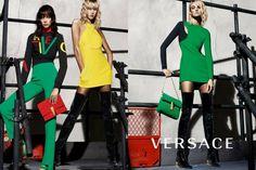 Versace Foto: Mert Alas e Marcus Piggott Styling: Jacob Kjeldgaard Modelos: Karlie Kloss, Caroline Trentini e Lexi Boling