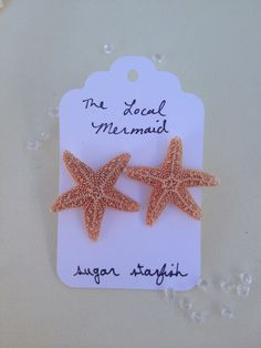 Enjoy this lovely set of sugar starfish earrings.    Measuring about 1 inch across. With a natural beige/ orange color.    Made with silver toned