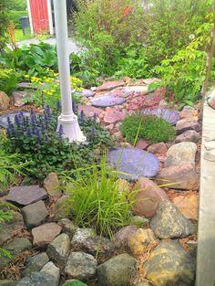Stenparti Garden, Sidewalk