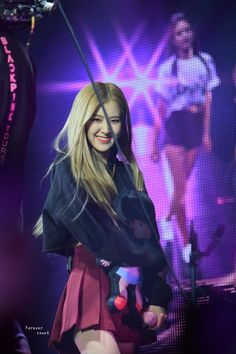 Your source of news on YG's biggest girl group, BLACKPINK! Please do not edit or remove the logo of any fantakens posted here. Blackpink Concert, The 1975 Concert, Concert Stage, Concert Quotes, Concert Outfit Summer, Summer Outfits, Coachella, Concert Fashion, 1 Rose
