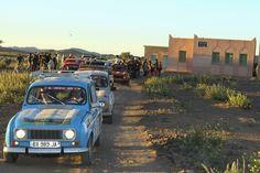 Construire des écoles à l'aide des dons des étudiants du Raid 4L Trophy. Association Enfants du désert.