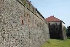 Один из древнейших городов Украины, вольготно разместившийся на самой границе с Европой - город Ужгород. Неоднократно разрушаемый и каждый раз, словно феникс, восстающий из пепла. За долгие годы сущес
