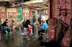 En haut, centre commercial branché installé dans un ancienne usine de Chelsea #NY  ©Salaün Holidays