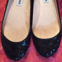 ‼️REDUCED‼️ Black sequin flats! Black sequin flats from steve madden! thin leather trim. round toe. soles are a little rubbed out. size 6 Steve Madden Shoes Flats & Loafers