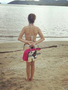 """""""Tirou os chinelos, sentiu a areia, admirou o mar e se sentiu em casa"""" Paraty RJ"""