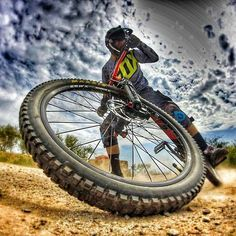 As a beginner mountain cyclist, it is quite natural for you to get a bit overloaded with all the mtb devices that you see in a bike shop or shop. There are numerous types of mountain bike accessori… Bike Mtb, Downhill Bike, Road Bike, Cycling Art, Cycling Bikes, Cycling Quotes, Cycling Jerseys, Velo Dh, Foto Glamour