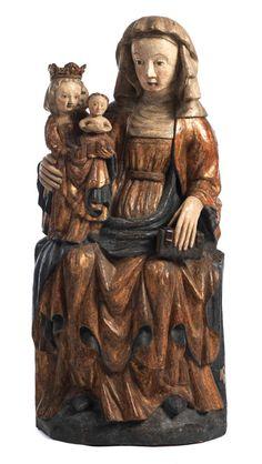 Ca. 95 x 42 cm. Weichholz, hinten gehöhlt. Die heilige Anna in Sitzhaltung mit Buch in der linken Hand, in der rechten Armbeuge die kindliche Maria, die...