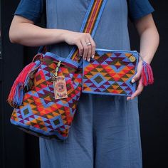 Wayuu Clutch Models, We have prepared very nice models from knitting bag models today. Crochet Purses, Crochet Hooks, Knit Crochet, Crochet Crafts, Crochet Projects, Mochila Crochet, Tapestry Crochet Patterns, Tapestry Bag, Clutch