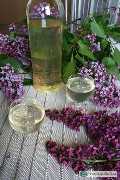 Glass Vase, Alcoholic Drinks, Wine, Home Decor, Liquor, Decoration Home, Room Decor, Alcoholic Beverages, Interior Design