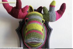 Crochet Moose Head by Manafka Mina Crochet Taxidermy, Faux Taxidermy, Crochet Animals, Crochet Toys, Knit Crochet, Crochet Designs, Crochet Patterns, Mundo Craft, Moose Head